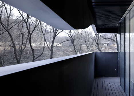 Dezeen_Blockhouse-by-AZL-Architects_11.jpg