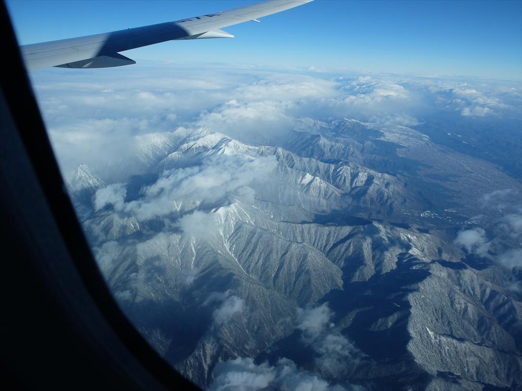 平地が広がっているが急峻な山々がすぐ迫っている_3
