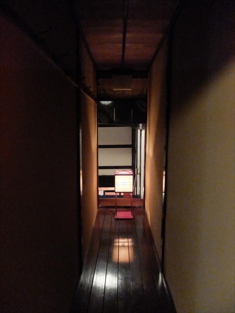 廊下もなかなか雰囲気がある