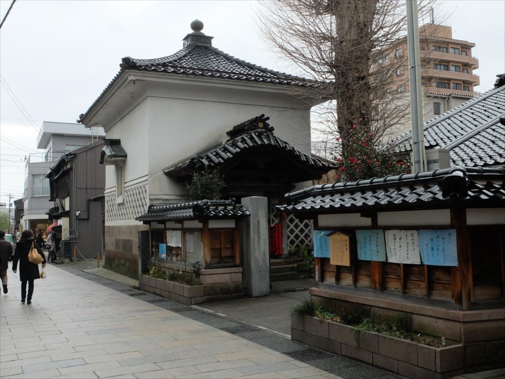 円長寺の銀杏の木と御輪堂_1