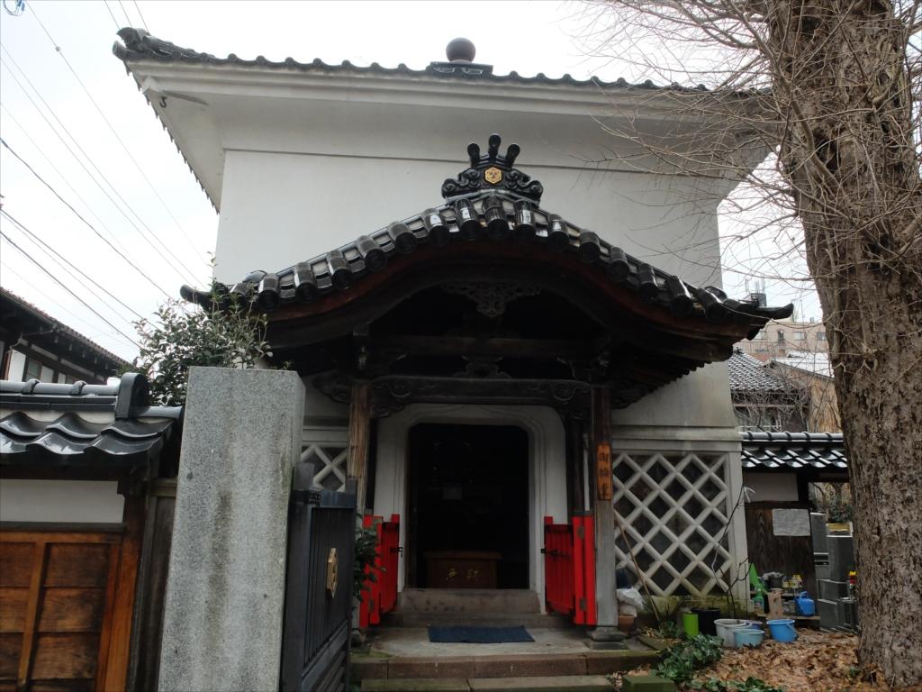 円長寺の銀杏の木と御輪堂_2