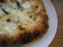 3種のチーズのピザ