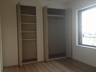1階洋室収納扉開き