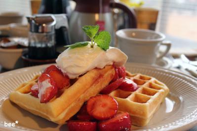 ワッフルの朝食