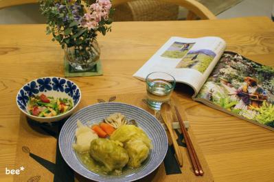 本を読みながらの晩ご飯