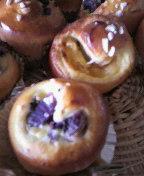 紫いもパン