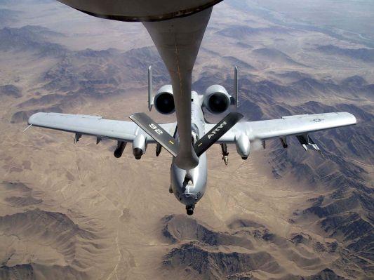 normal_A-10-Thunderbolt-refuel.jpg