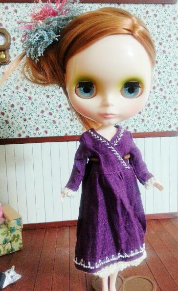 紫ワンピにボンボン