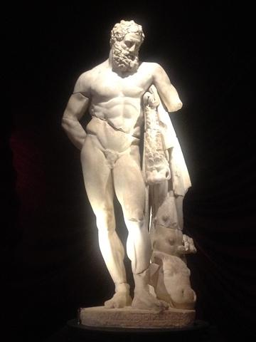 返還ヘラクレス像