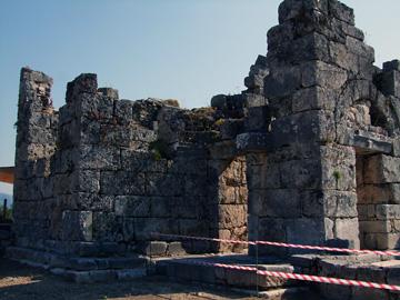 カウノス ドームのある教会跡