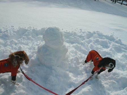 今年初の雪だるま