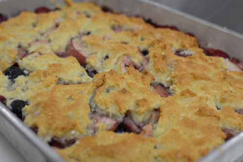 Cooking_Esnic_PeachBlueberryCobbler1.jpg