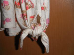 裾を結んで