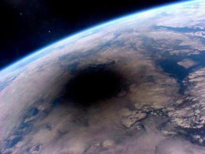 宇宙から見た日蝕
