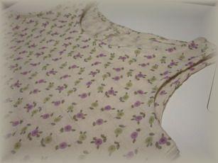 タンクトップ紫の花柄