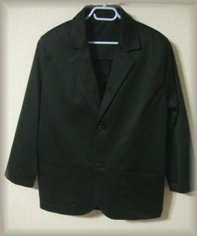 黒いテーラードジャケット