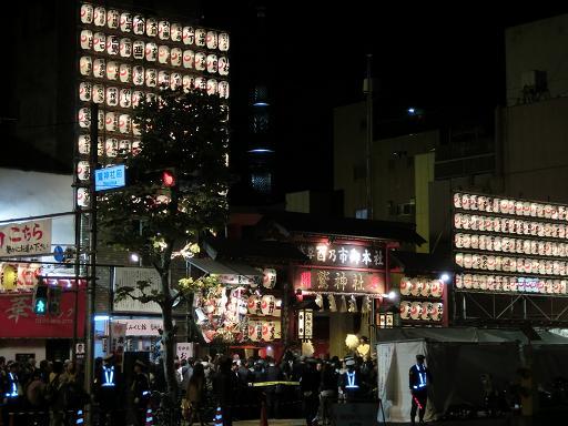 鷲神社とスカイツリー