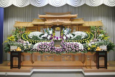 山梨県甲斐市お通夜・告別式・葬儀式場へ供花花輪スタンド花を即日配達花屋
