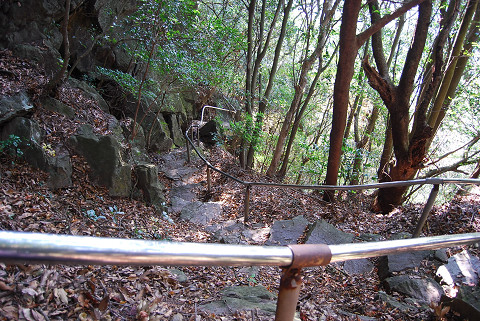 岩の急坂は