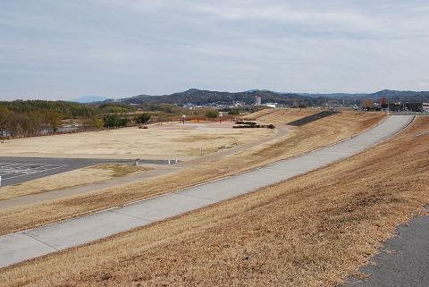 矢作川の河川敷の風景