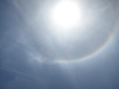 太陽の周りの虹