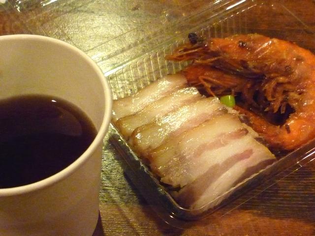 甕出し紹興酒と干し肉とチョウシュウフウ