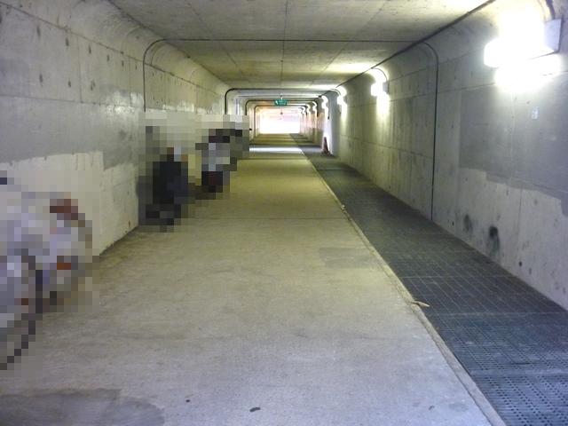 地下道の中