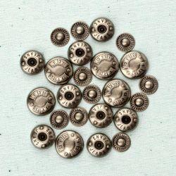 036053 [Prima] Junkyard Findings Metal Trinkets (Snap Heads 24ピース) 500円