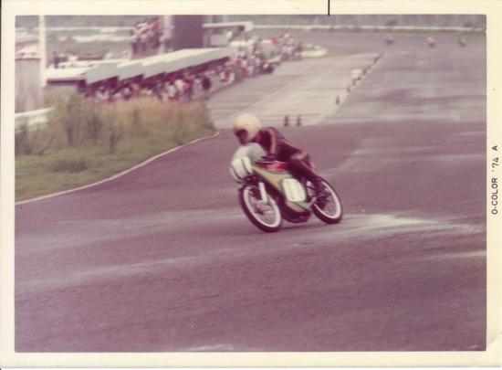 '74年MCFAJレース中の写真(3)