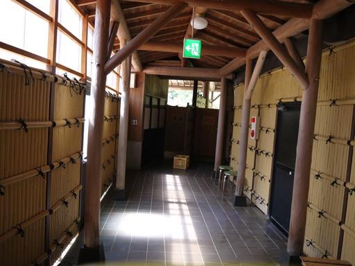 鶴の湯 廊下