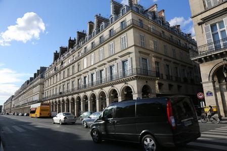 パリ チェイルリー駅からホテルブライトン(左)を望む