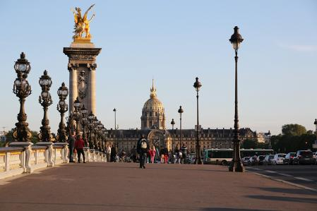 パリ アレクサンドル3世橋とアンヴァリッド