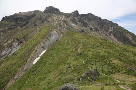 展望台から焼岳を振り返る