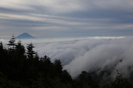 振り返れば富士と雲海