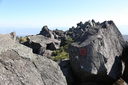 三岳の道はグリップする岩場で面白い