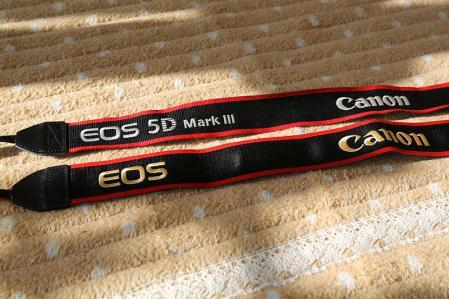 5D Mark3付属ストラップと ワイドストラップ EW-L7