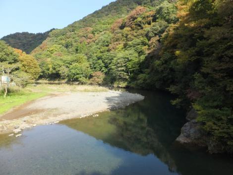 馬渡人道橋より中津川を望む