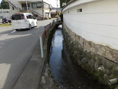 田代取水口から始まる用水路・田代小付近
