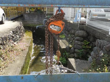 田代取水口から始まる用水路・田代バス停前