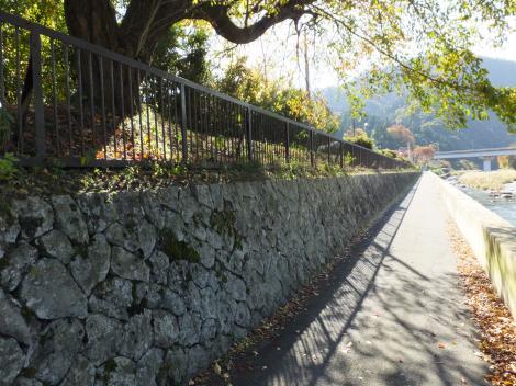 横須賀水道半原水源地外周の石垣