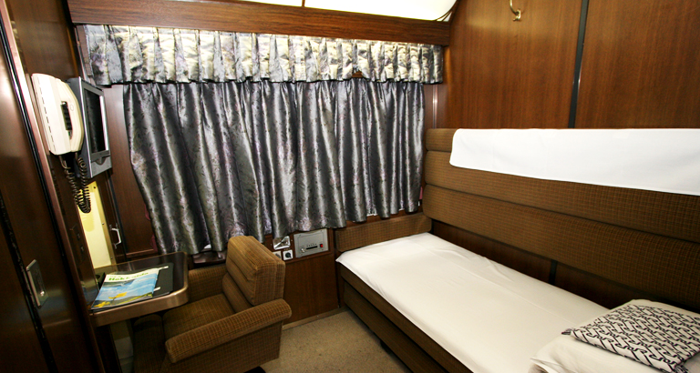 sleeping train bed
