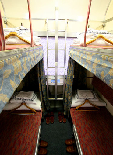 sleeping train bed2