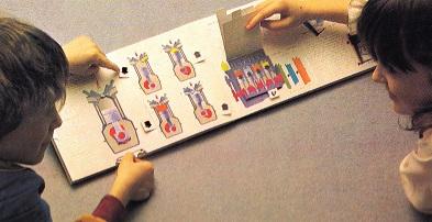 しかけ絵でエンジンの仕組みを学ぶ