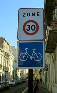 ゾーン30エリアを示す標識(フランス)