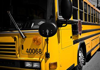 バスの前を確認するミラー