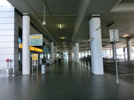プラハ空港ターミナル2外