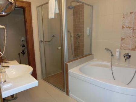 ホテル部屋大バスルーム