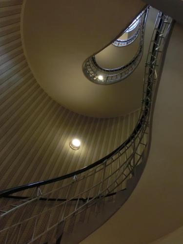 黒い聖母の家階段2