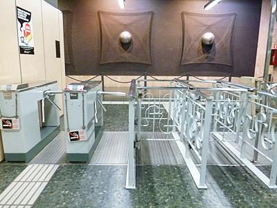 メトロ・タラゴナ駅の改札