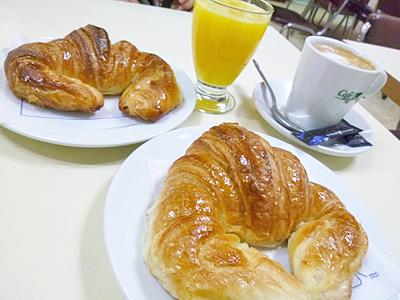 朝ごはんのクロワッサン